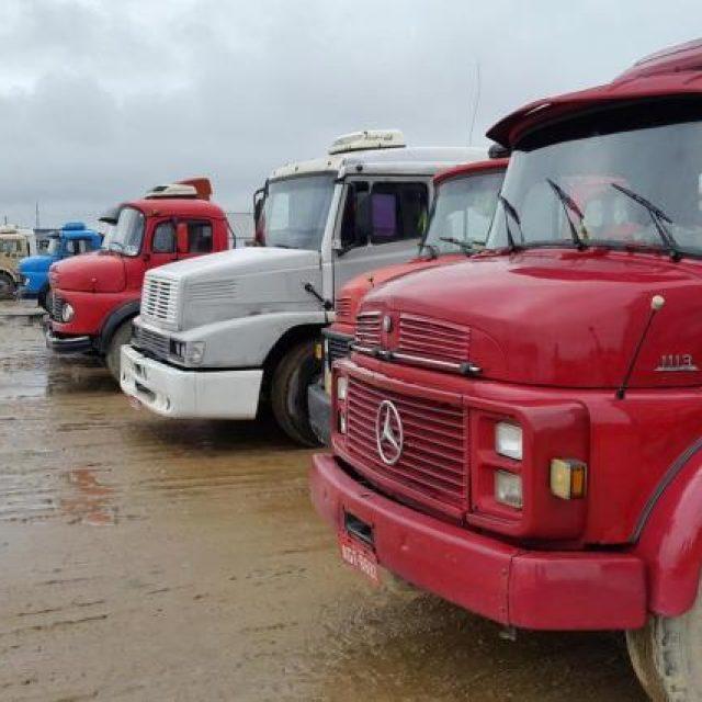 Cai número de transportadoras e de caminhoneiros autônomos no país.