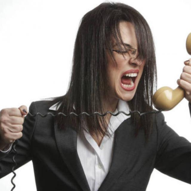 Quando o atendimento telefônico de sua empresa afasta clientes.