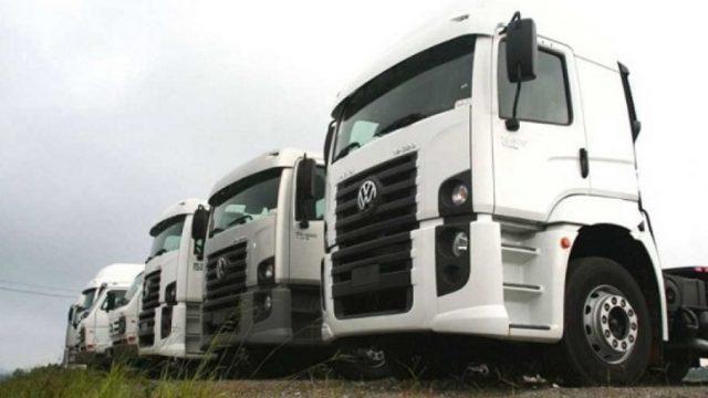 Vendas de caminhões crescem 54% em agosto