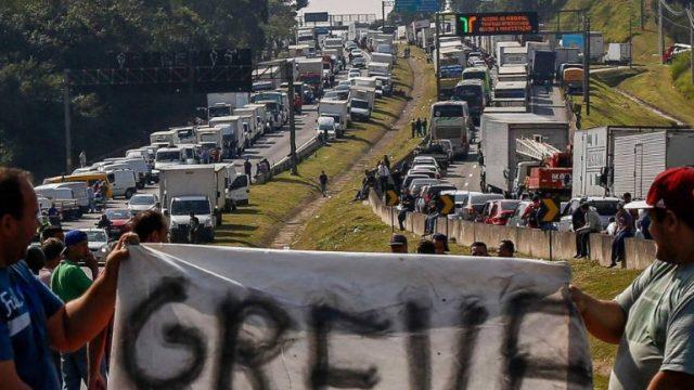 A greve dos caminhoneiros e a logística no Brasil