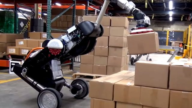 Robôs que descarregam uma carreta em 30 minutos